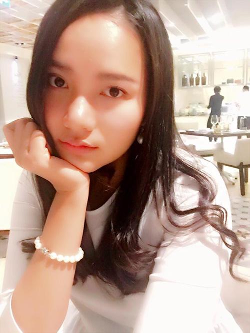 Facebook sao 4/2: Angela Phương Trinh khoe quà hàng hiệu - 6