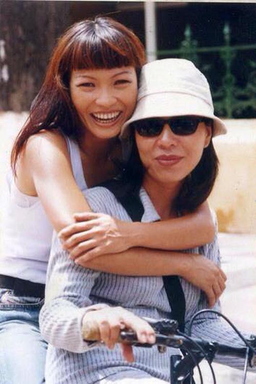 Facebook sao 4/2: Angela Phương Trinh khoe quà hàng hiệu - 13