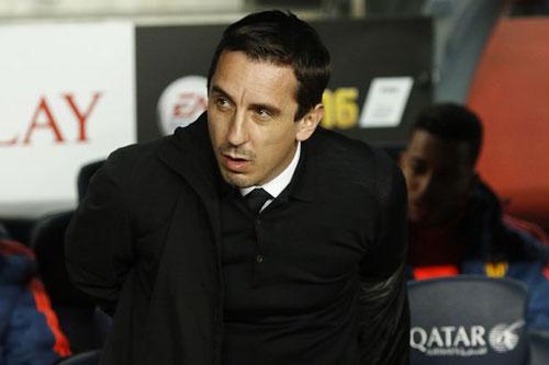 Thua thảm Barca, Gary Neville quyết không từ chức - 1