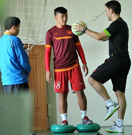 Futsal VN dự giải châu Á: Khổ luyện nơi không có tết - 5