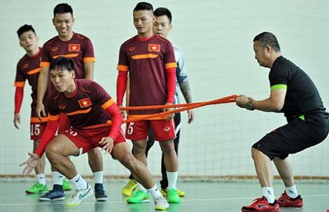 Futsal VN dự giải châu Á: Khổ luyện nơi không có tết - 7