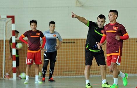 Futsal VN dự giải châu Á: Khổ luyện nơi không có tết - 8
