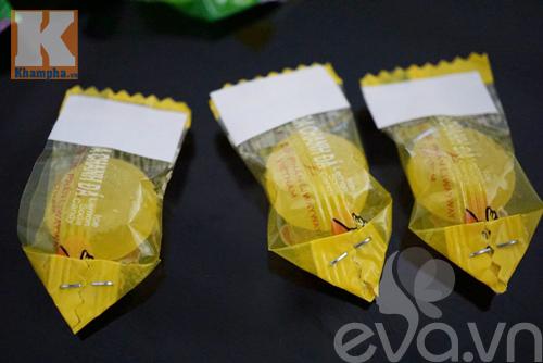 Cách làm hoa sen để ban thờ ngày Tết từ kẹo - 2