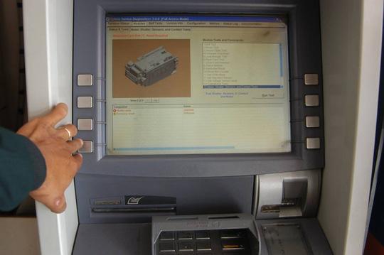 90% giao dịch là rút tiền, hỏi sao ATM không quá tải? - 3
