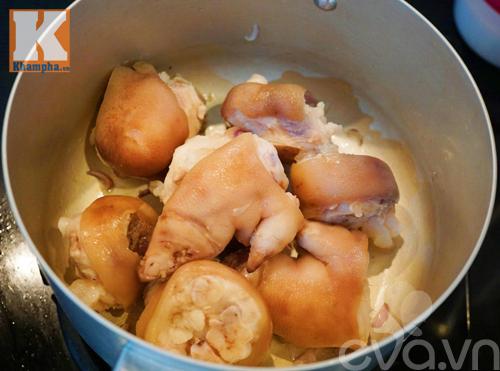 Công thức nấu canh măng khô móng giò ngậy mà không ngán - 6