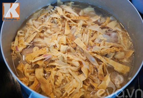 Công thức nấu canh măng khô móng giò ngậy mà không ngán - 3