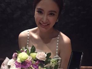Facebook sao 4/2: Angela Phương Trinh khoe quà hàng hiệu