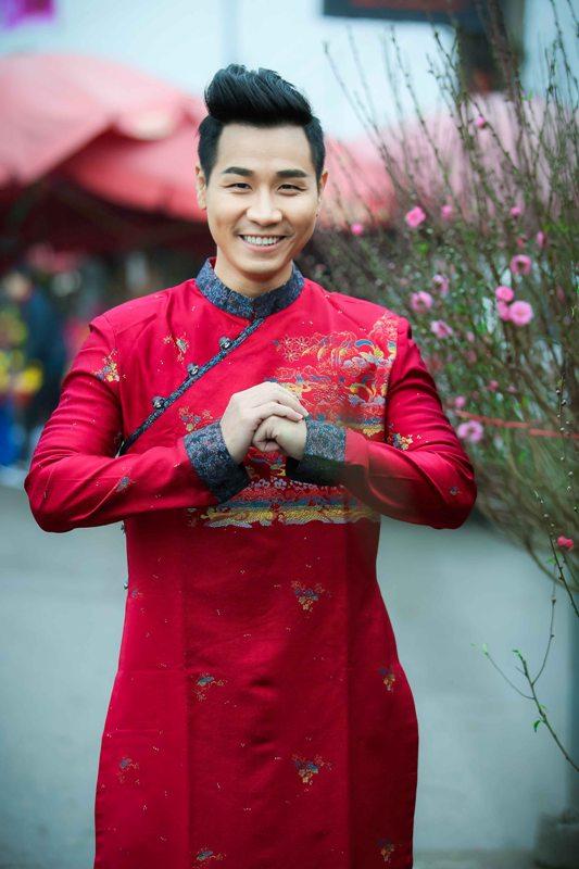 Nguyên Khang diện áo dài gấm, dạo phố hoa Tết ở Hà Nội - 7