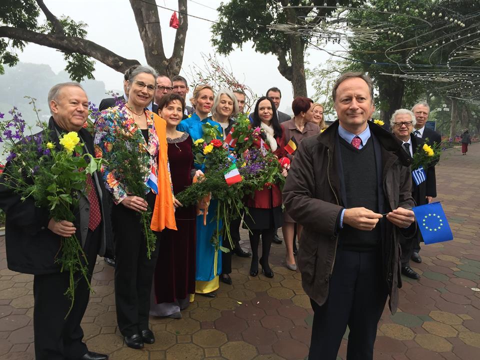 Clip: Các đại sứ Liên minh Châu Âu chúc Tết người dân VN - 1