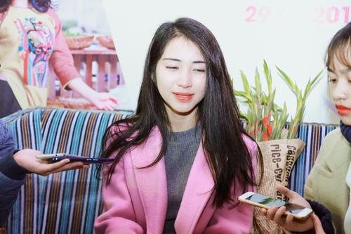 Hòa Minzy: 'Bố tôi đang làm bảo vệ tại Sài Gòn' - 1