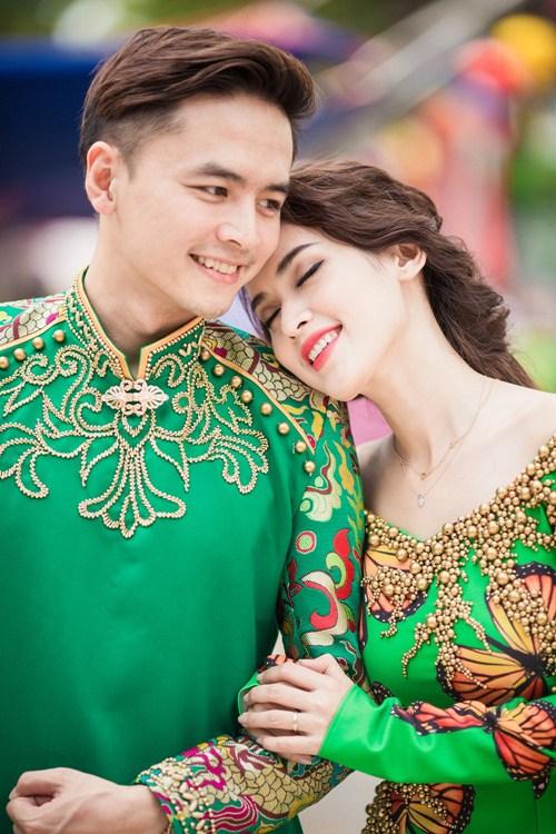 Vợ chồng Tú Vi - Văn Anh tình tứ xuống phố đón Xuân - 9