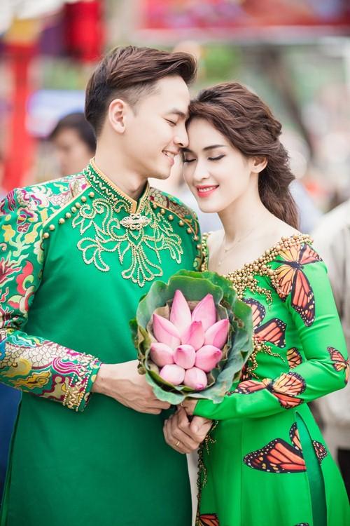 Vợ chồng Tú Vi - Văn Anh tình tứ xuống phố đón Xuân - 3