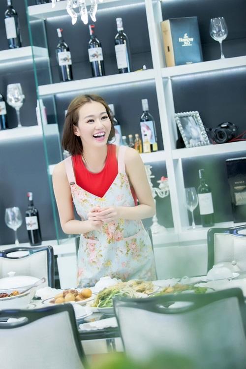 'Người đẹp Sài thành' Khánh My trổ tài nấu ăn đón Tết - 5