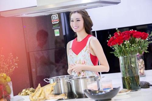 'Người đẹp Sài thành' Khánh My trổ tài nấu ăn đón Tết - 1