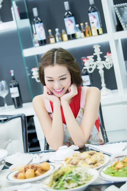 'Người đẹp Sài thành' Khánh My trổ tài nấu ăn đón Tết - 9