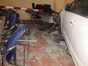 HN: Ô tô lao vào quán internet, 4 người bị thương