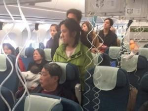 Tin tức trong ngày - Máy bay VNA giảm áp suất đột ngột, tiếp viên bị thương