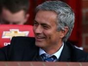"""Mourinho ký thỏa thuận dẫn dắt MU, nhận lương """"bèo bọt"""""""