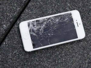 Apple sắp cho người dùng đổi mới iPhone vỡ màn hình