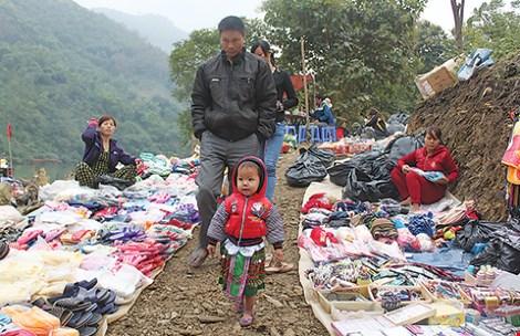 Chợ phiên độc đáo dọc sông Ðà - 2