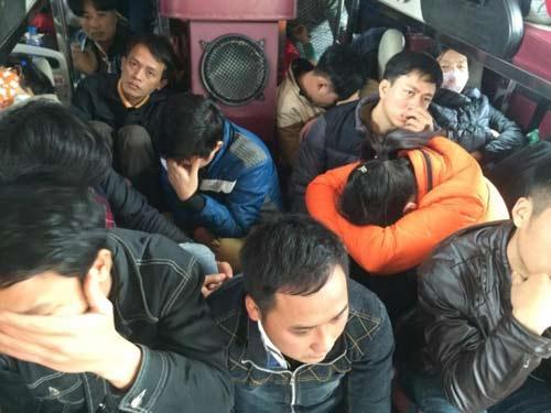 Đình tài xe khách chở quá 30 người tại Bến xe Giáp Bát - 1