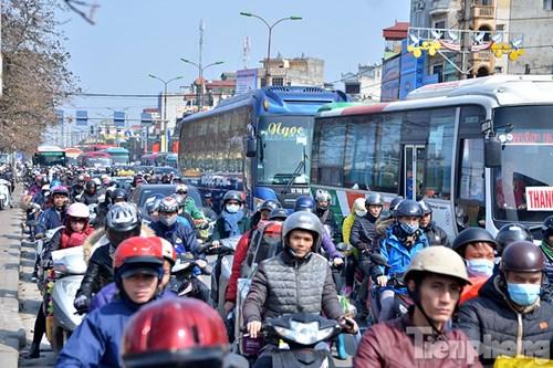 HN: Ùn tắc kinh hoàng trên đường Giải Phóng ngày 28 Tết - 2