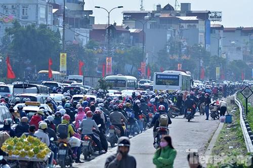 HN: Ùn tắc kinh hoàng trên đường Giải Phóng ngày 28 Tết - 3