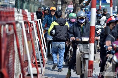 HN: Ùn tắc kinh hoàng trên đường Giải Phóng ngày 28 Tết - 8