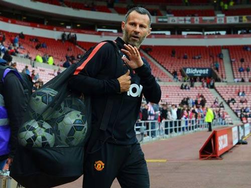 Mourinho bị đồn đến MU, Van Gaal khó chịu ra mặt - 3