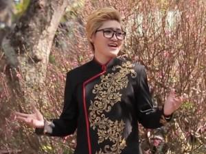 Trò cưng Mr. Đàm mặc áo dài vẫn 'chuẩn man' trong MV Tết