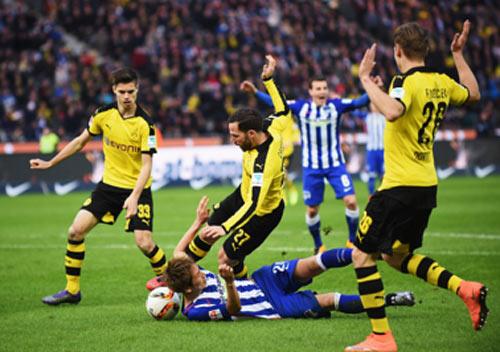 """Hertha Berlin – Dortmund: Bắt chết """"Người Dơi"""" - 1"""