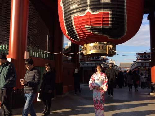 """Người đẹp Wushu Thúy Vi """"khoe"""" chuyến chơi Tết ở Nhật - 1"""