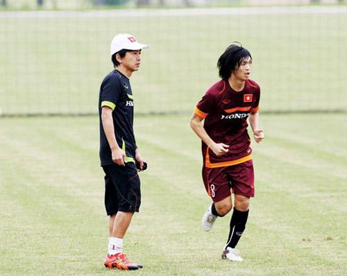 """Ông Miura, bầu Ðức và """"cơn bão"""" với HA.GL - 2"""