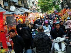Tin tức trong ngày - Ảnh: Người Hà Nội chen nhau sắm Tết ở phố cổ