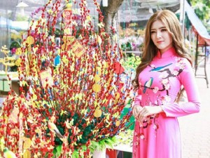 'Hot girl tuổi Thân' Lily Luta duyên dáng trong tà áo dài