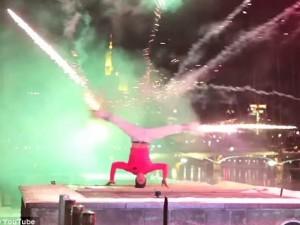 Clip: Nhảy hiphop bắn pháo hoa bằng chân độc đáo