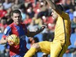 Levante - Barca: Hay không bằng hên