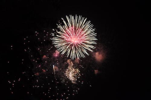 Pháo hoa bung nở rực rỡ đón mừng năm mới - 12