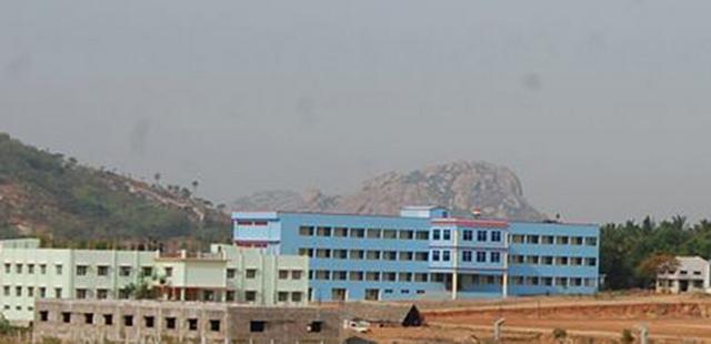 Ấn Độ: Thiên thạch rơi nổ như bom, một người thiệt mạng - 2