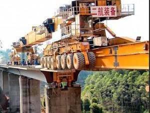 Video: 'Quái vật sắt' xây cầu ở Trung Quốc