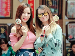 Hot girl Hạ Anh trổ tài mashup nhạc xuân cùng chị gái