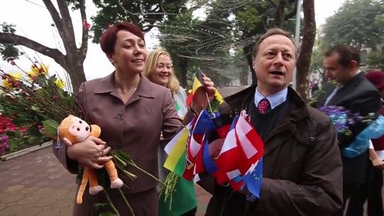Đại sứ EU kể chuyện làm rể Việt Nam - 3