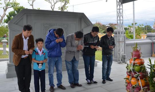 Viếng mộ ông Nguyễn Bá Thanh ngày Tết - 2