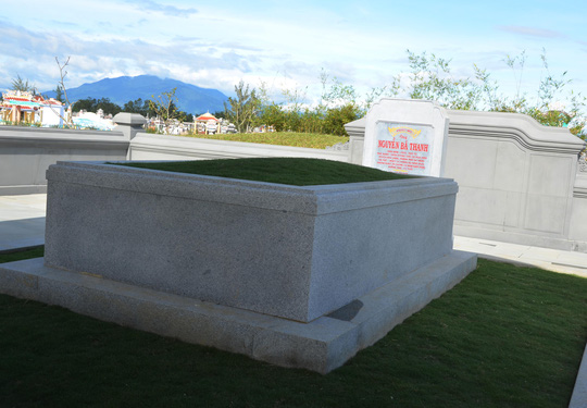 Viếng mộ ông Nguyễn Bá Thanh ngày Tết - 3