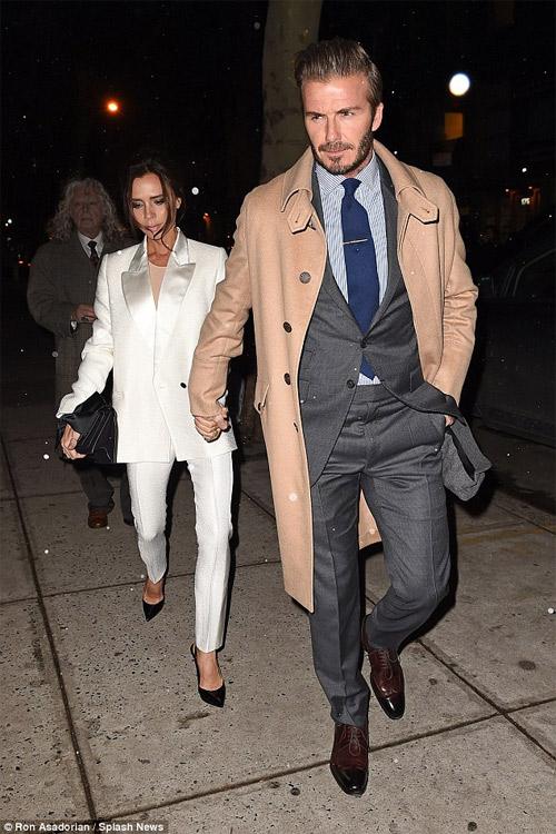 Vợ chồng Beckham tay trong tay thắm thiết trên phố - 2