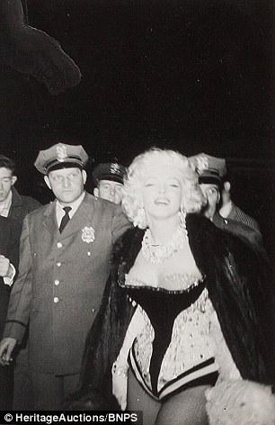 Fan cuồng tiết lộ bộ ảnh của nữ hoàng sexy Marilyn Monroe - 6
