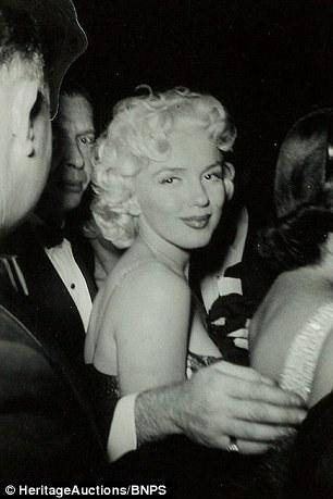 Fan cuồng tiết lộ bộ ảnh của nữ hoàng sexy Marilyn Monroe - 10