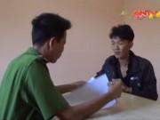 """Video An ninh - Hai tên cướp táo tợn găm dao đi """"đàn áp"""" nạn nhân"""