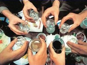 Bia và rượu, đồ uống nào hại sức khỏe hơn?