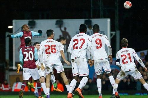 """West Ham - Liverpool: Bàn thắng """"tử thần"""" - 2"""